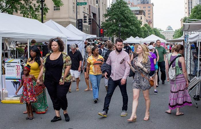 Artsplosure Attendees Looking At Vendors